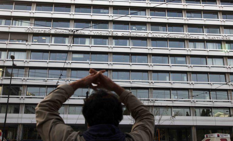 Έρευνα Newsit: Τι χάνουν μισθωτοί – δημόσιοι υπάλληλοι από τα νέα μέτρα | Newsit.gr
