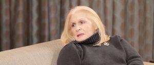 Μπέτυ Βαλάση: «Πληγώνομαι όταν πηγαίνω στο θέατρο»
