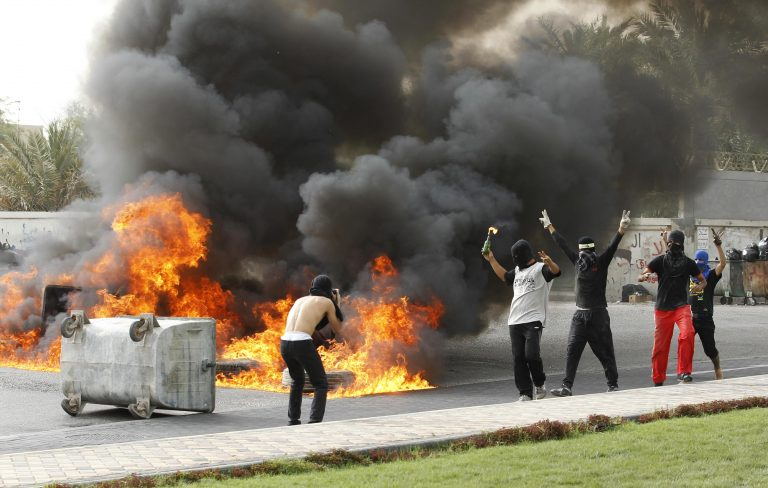 Νέες συγκρούσεις με έναν νεκρό στο Μπαχρέιν | Newsit.gr