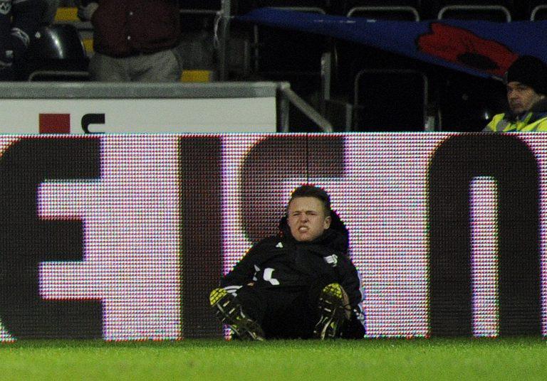 Παίκτης της Τσέλσι κλώτσησε ball-boy (VIDEO)   Newsit.gr