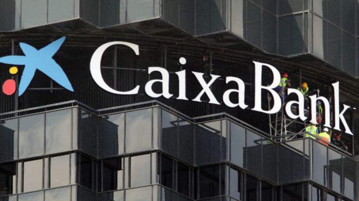 Η ισπανική τράπεζα CaixaBank θα απολύσει 2.600 εργαζομένους   Newsit.gr
