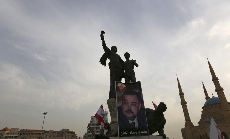 Υπό αυστηρά μέτρα ασφάλειας η κηδεία των θυμάτων της επίθεσης στη Βηρυτό | Newsit.gr