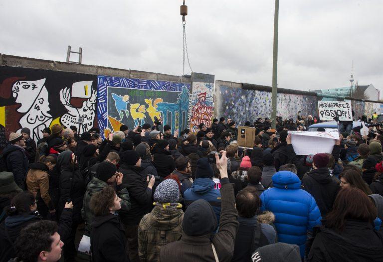 Βερολίνο: Οι διαδηλώσεις σταμάτησαν την κατεδάφιση | Newsit.gr