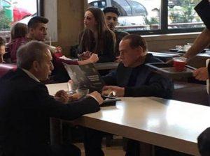 Ο Μπερλουσκόνι έφαγε στα McDonald's και γκρέμισε τα social media!
