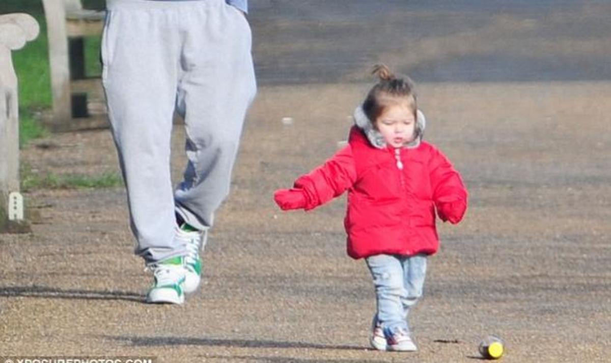 H. Beckham: Απολαμβάνει την αγάπη του μπαμπά της και των τριών αδελφών της! | Newsit.gr