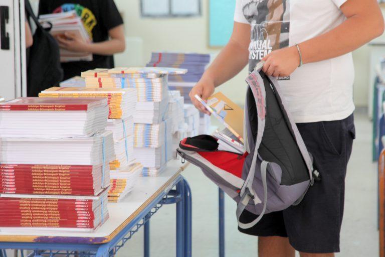 Οι μαθητές θα επιστρέφουν τα σχολικά βιβλία για να γλιτώσουμε… λεφτά! | Newsit.gr