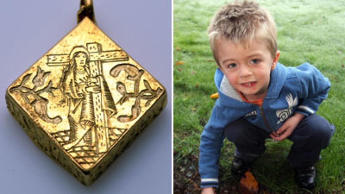 Ένα τρίχρονο αγόρι βρήκε θησαυρό με έναν μεταλλικό ανιχνευτή | Newsit.gr