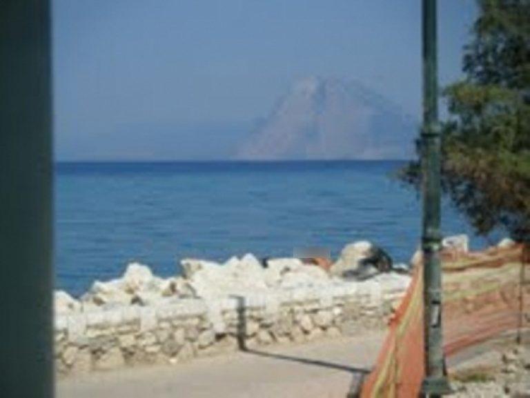Αχαϊα: Προσπαθούσε γυμνή να κάνει ένεση ηρωίνης σε πάρκο! | Newsit.gr