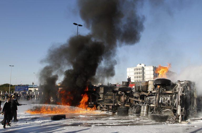 Νέες αεροπορικές επιθέσεις στην πόλη του «μαύρου χρυσού» | Newsit.gr