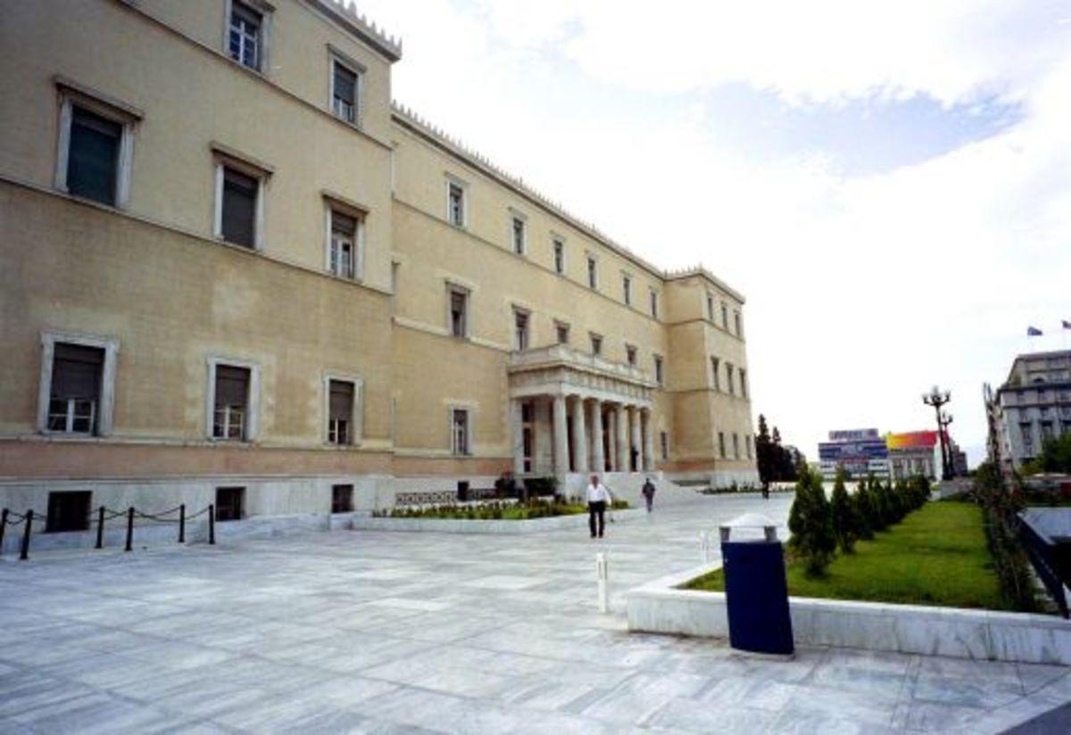 Απεργούν όλοι, απεργούν και οι υπάλληλοι της Βουλής! | Newsit.gr