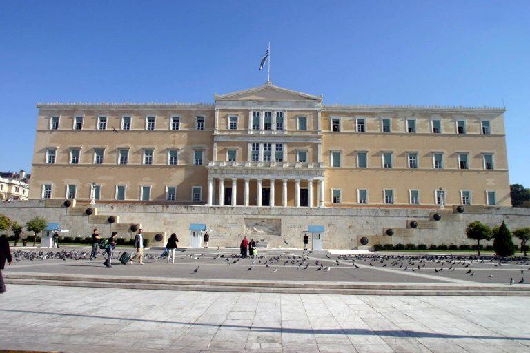 Συνεχίζουν να προκαλούν οι υπάλληλοι της Βουλής | Newsit.gr