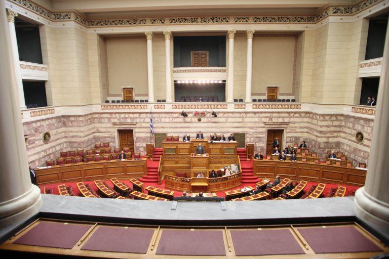 Τρίωρη στάση εργασίας από τους υπαλλήλους της Βουλής – Μειώνονται 25% οι μισθοί τους | Newsit.gr