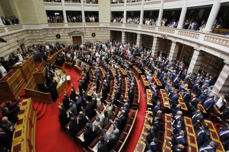 ΤΩΡΑ:Η Βουλή ψηφίζει για Πρόεδρο – Βγαίνουν τα… κουκιά; | Newsit.gr