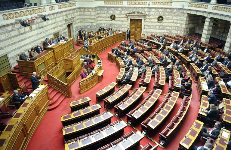 Μονιμοποίησαν -σκανδαλωδώς- υπαλλήλους της Βουλής | Newsit.gr