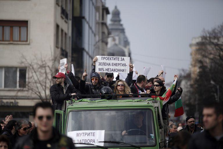 Πακέτο στήριξης των οικονομικά αδύναμων προωθεί η Βουλγαρία | Newsit.gr