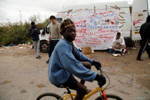 Απομακρύνθηκαν και οι τελευταίοι ανήλικοι μετανάστες από το Καλαί