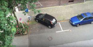 Ξεκαρδιστικό! Το πιο αποτυχημένο παρκάρισμα γυναίκας! [vid]