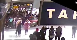 Ανατριχιαστικά πλάνα! Η στιγμή που ο Ελληνοαυστραλός θέρισε 5 ζωές στη Μελβούρνη [vid]
