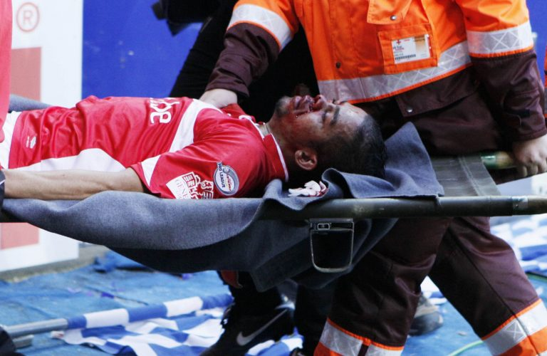 Δείτε τη… δολοφονική καρατιά που έστειλε τον παίκτη στο νοσοκομείο | Newsit.gr
