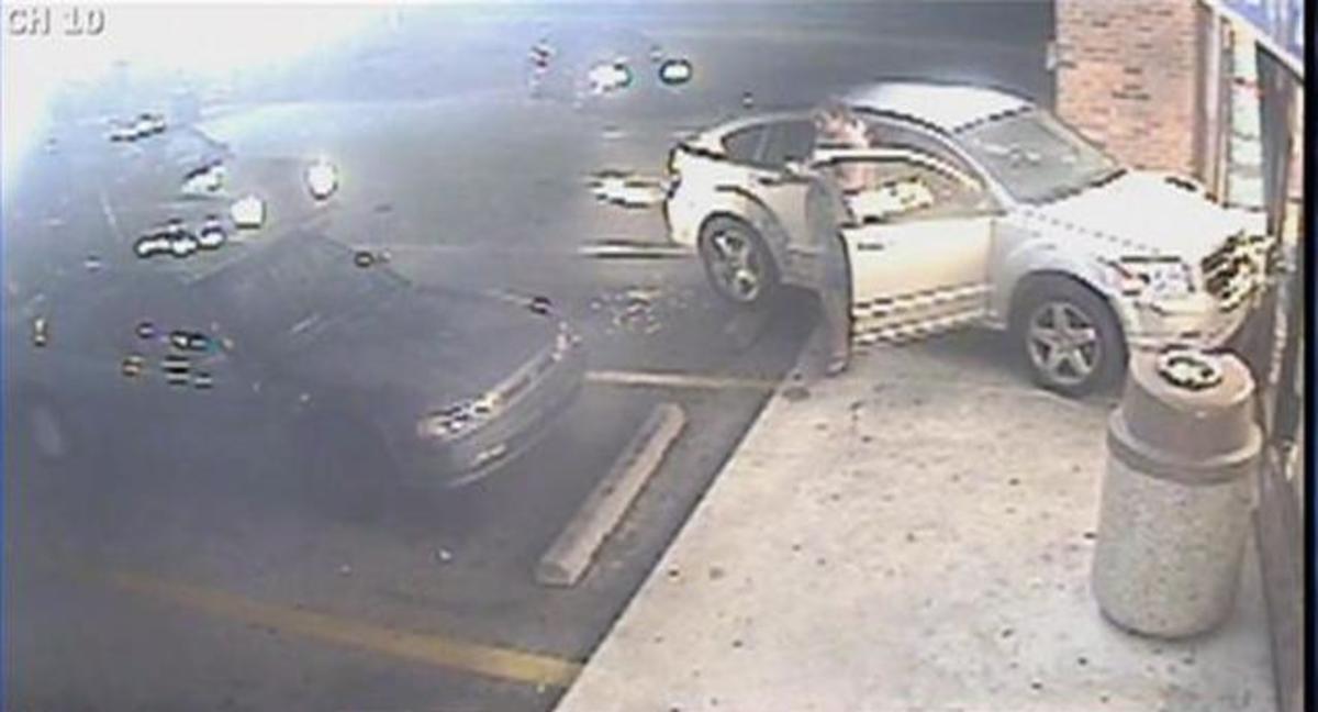 Τον χτύπησαν με το αμάξι και έφυγαν! – Σοκαριστικό Βίντεο | Newsit.gr