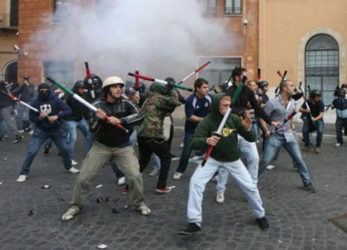 Νεοφασίστες επιτέθηκαν σε αριστερούς – 4 τραυματίες | Newsit.gr