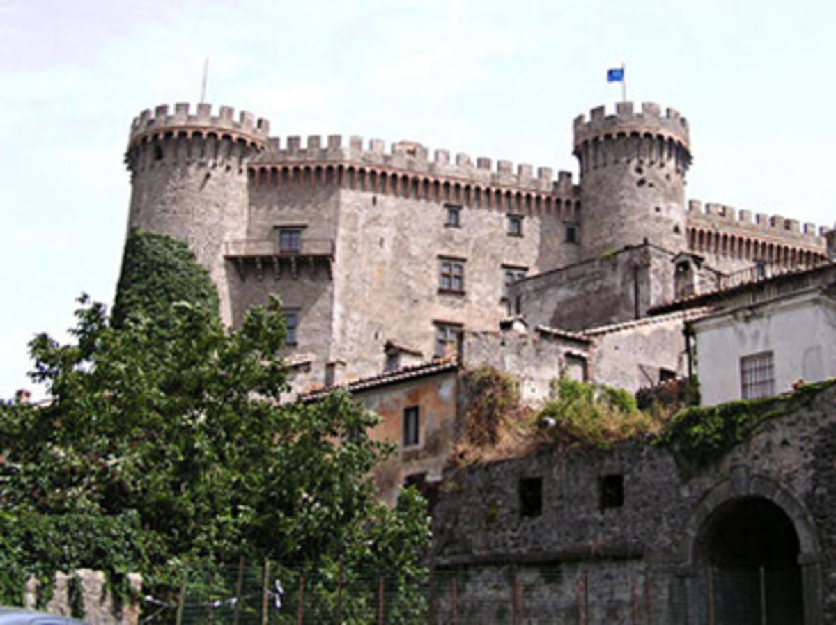 Πουλάνε κάστρα και παλάτια για να μαζέψουν χρήματα | Newsit.gr