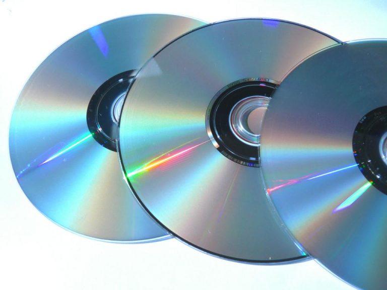 """40χρονος """"έκανε την καλή"""" πουλώντας πλαστά cd και dvd   Newsit.gr"""