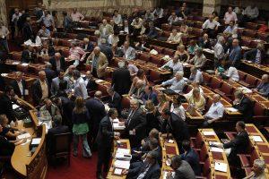 Βουλή LIVE: 259 «ΝΑΙ» για τον ΦΠΑ στα νησιά