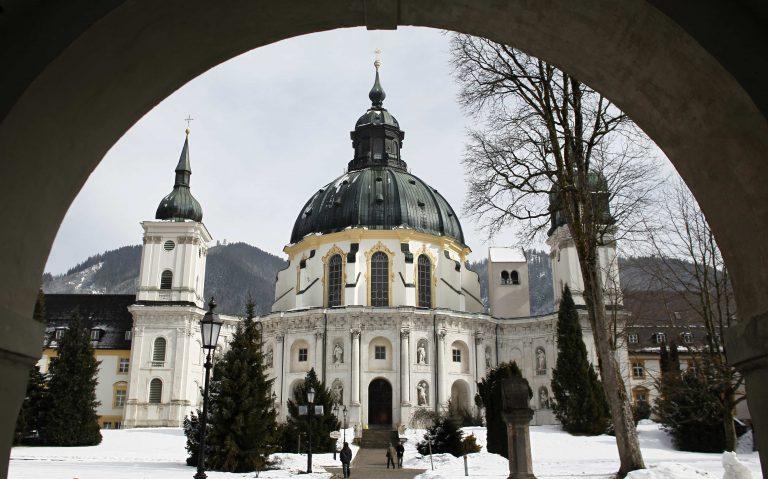 Νέες καταγγελίες για σεξουαλική κακοποίηση από καθολικούς ιερείς | Newsit.gr