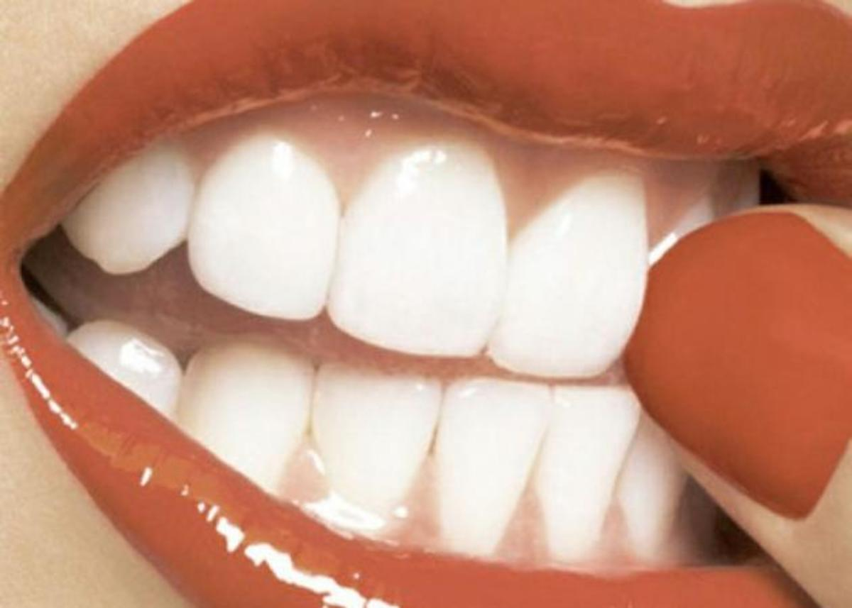 Beauty poll: είναι ο συνδυασμός κόκκινα χείλη- κόκκινα νύχια πολύ sexy για την καθημερινότητά μας; | Newsit.gr