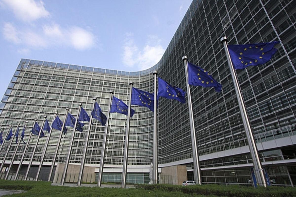 """Κομισιόν: Έσοδα 30- 35 δισ. ευρώ ετησίως θα αποφέρει ο """"φόρος Τόμπιν"""" στα κράτη-μέλη   Newsit.gr"""