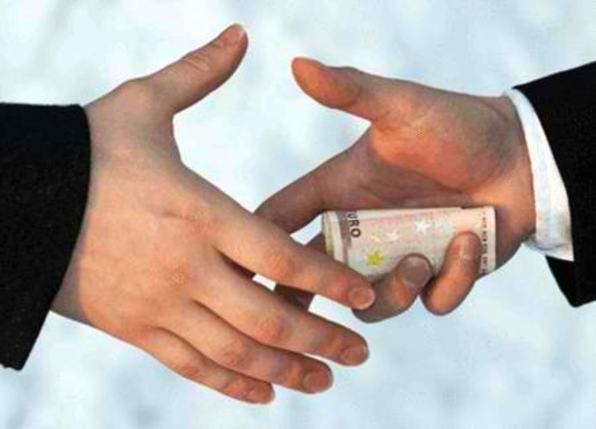 Η διαφθορά και η γραφειοκρατία καλά κρατούν και στην Ιταλία | Newsit.gr