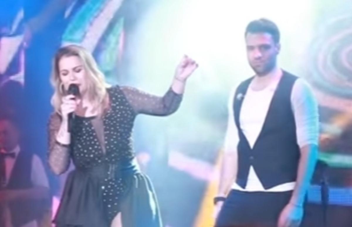 Η αδελφή του Ρονάλντο τραγουδάει στα μπουζούκια με τον Αργυρό [vid] | Newsit.gr