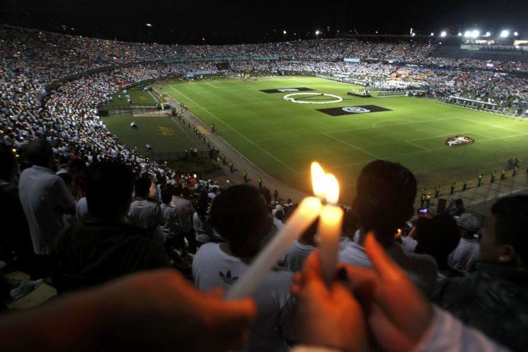 Σαπεκοένσε: Ανατριχίλα! Φόρος τιμής στους νεκρούς μέσα στο γήπεδο [vid, pics] | Newsit.gr