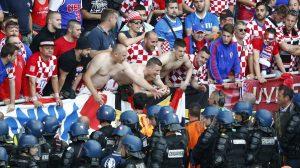 """Euro 2016: Οι Κροάτες ετοιμάζουν """"ντου"""" στον αγωνιστικό χώρο! (ΦΩΤΟ)"""