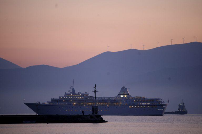 Κρουαζιερόπλοια μήκους 350 μέτρων θα δένουν στον Πειραιά | Newsit.gr
