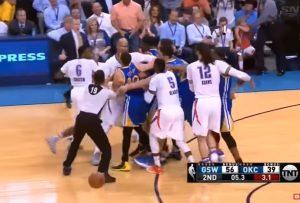"""NBA: """"Άγριος"""" τσαμπουκάς – Εντυπωσιακοί Γουόριορς στην Οκλαχόμα [vids]"""