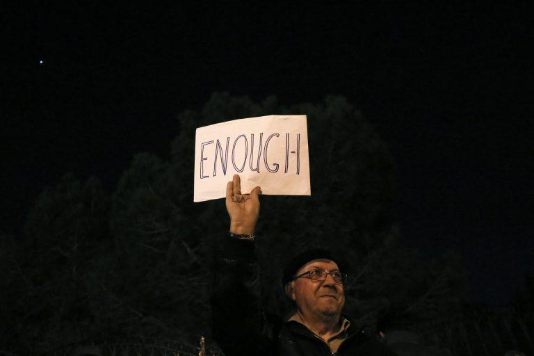 Στις Βρυξέλλες διαπραγμάτευση στη Λευκωσία εξέγερση – Mαζικά συλλαλητήρια στους δρόμους (video) | Newsit.gr