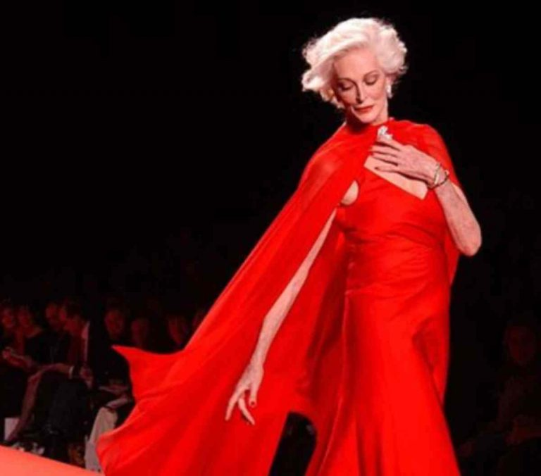 Κάνει πασαρέλα στα 80! – Δείτε βίντεο | Newsit.gr