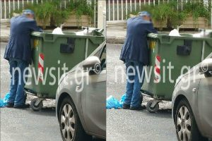 Εικόνες γροθιά στο στομάχι! Ηλικιωμένος ψάχνει στα σκουπίδια για να φάει
