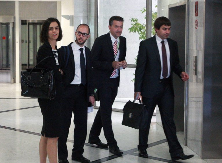 Πατάνε» στην Κύπρο οι άνδρες με τα μαύρα | Newsit.gr
