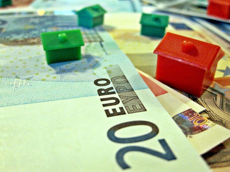 Πώς ωφελούνται οι δανειολήπτες από τη μείωση του επιτοκίου της ΕΚΤ | Newsit.gr