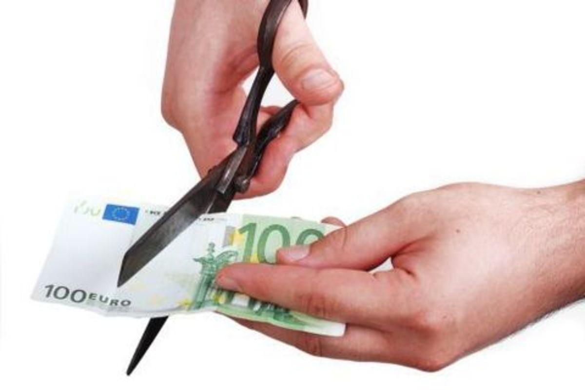 Τρόικα:Περικοπές στο κρατικό μισθολόγιο και αποκοπή 13ου μισθού | Newsit.gr