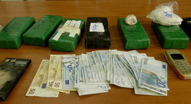 Θεσσαλονίκη: Τα δέματα έκρυβαν χασίς και κοκαϊνη!   Newsit.gr