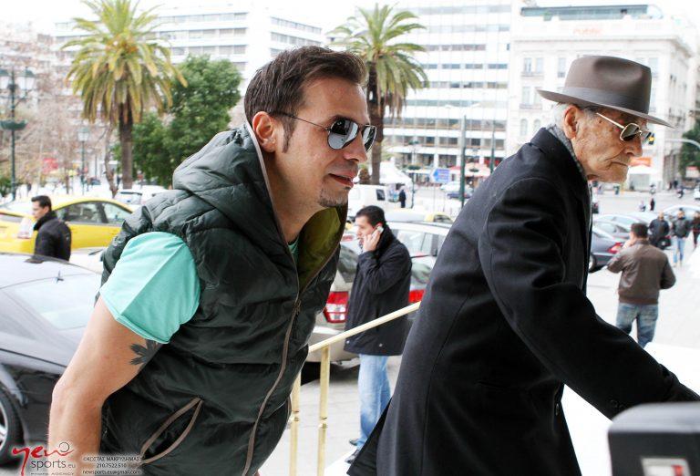 Ο Ντέμης… παίζει μπάλα | Newsit.gr