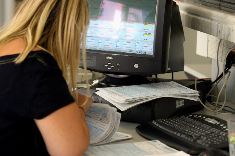 Φεύγουν 35.000 από το Δημόσιο, αλλά δεν απολύονται… Σύνταξη στα 67 το … δώρο για να μην γίνουν απολύσεις | Newsit.gr