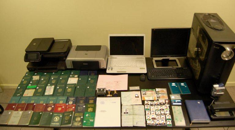 Βρήκαν εργαστήριο κατασκευής πλαστών διαβατηρίων | Newsit.gr