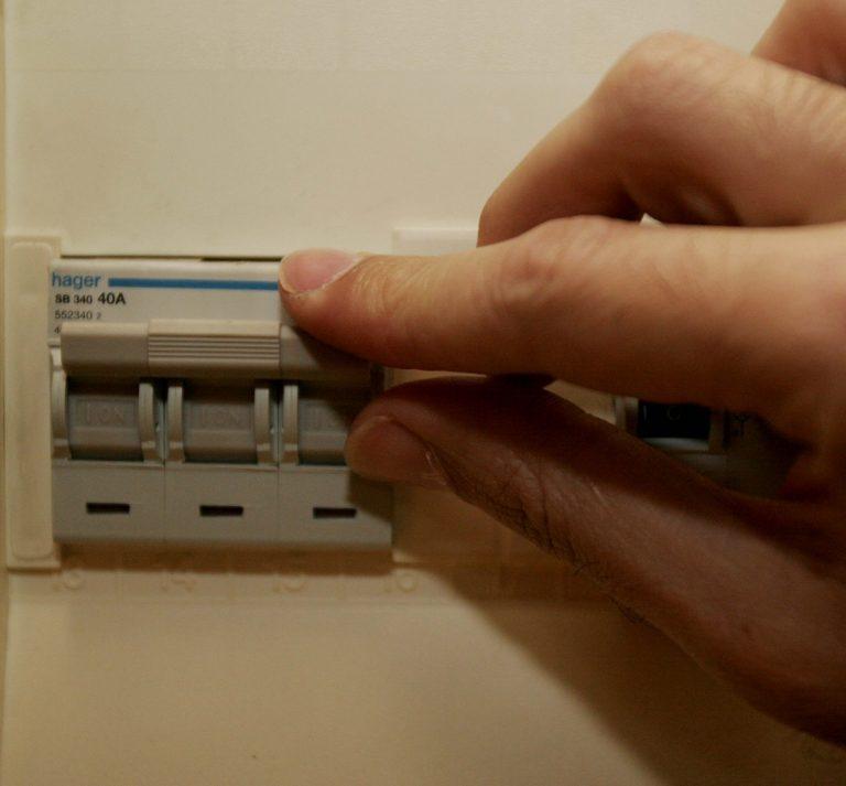 Ανακλήθηκε η άδεια από τις ιδιωτικές εταιρείες ηλεκτρισμού – Τι πρέπει να κάνουν οι πολίτες | Newsit.gr