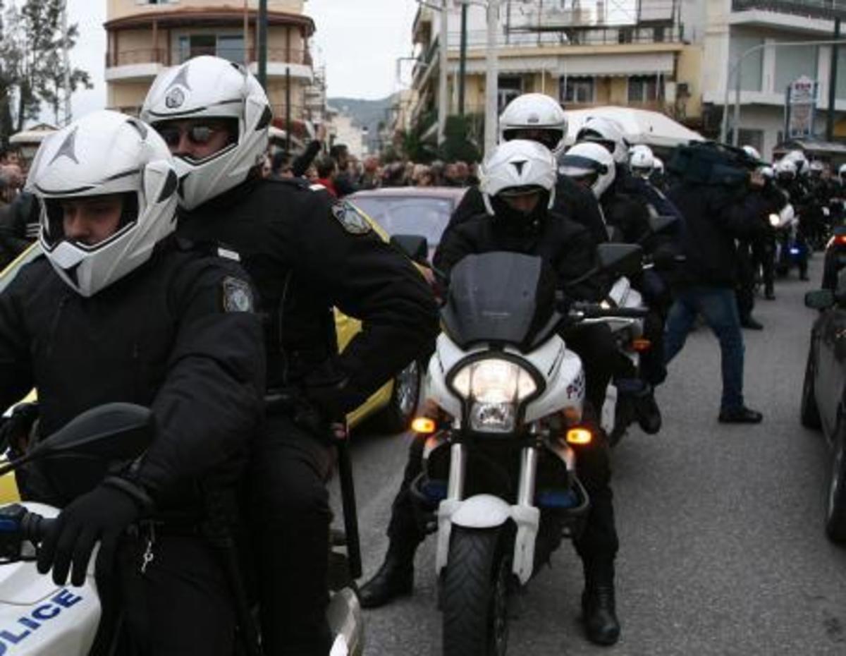 Πυροβόλησε τρεις φορές αστυνομικούς | Newsit.gr