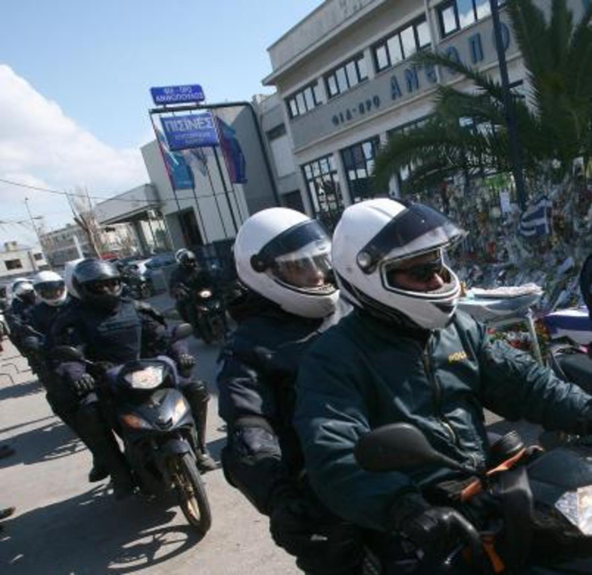 Έβγαλαν όπλα στη μέση του δρόμου | Newsit.gr